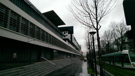l-incubateur-de-startups-le-cargo-un-jour-de-pluie-en-mars-2016